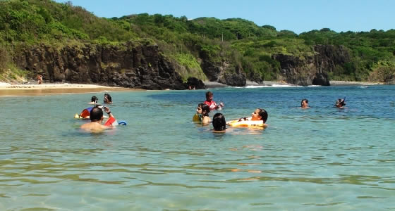 Where to meet people in the Island of Fernando de Noronha